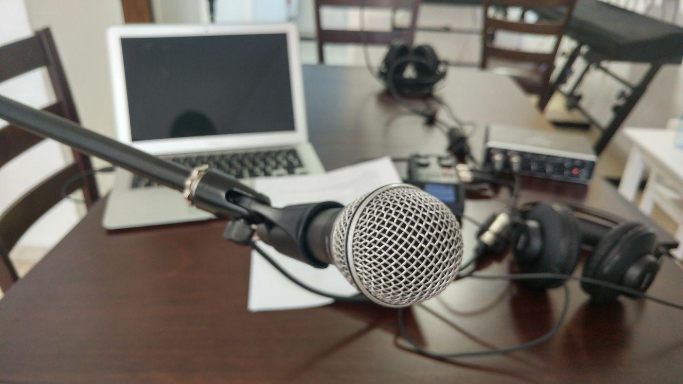 הסט של פודקאסט על עקבים - פודקאסט על יזמות ואימהות